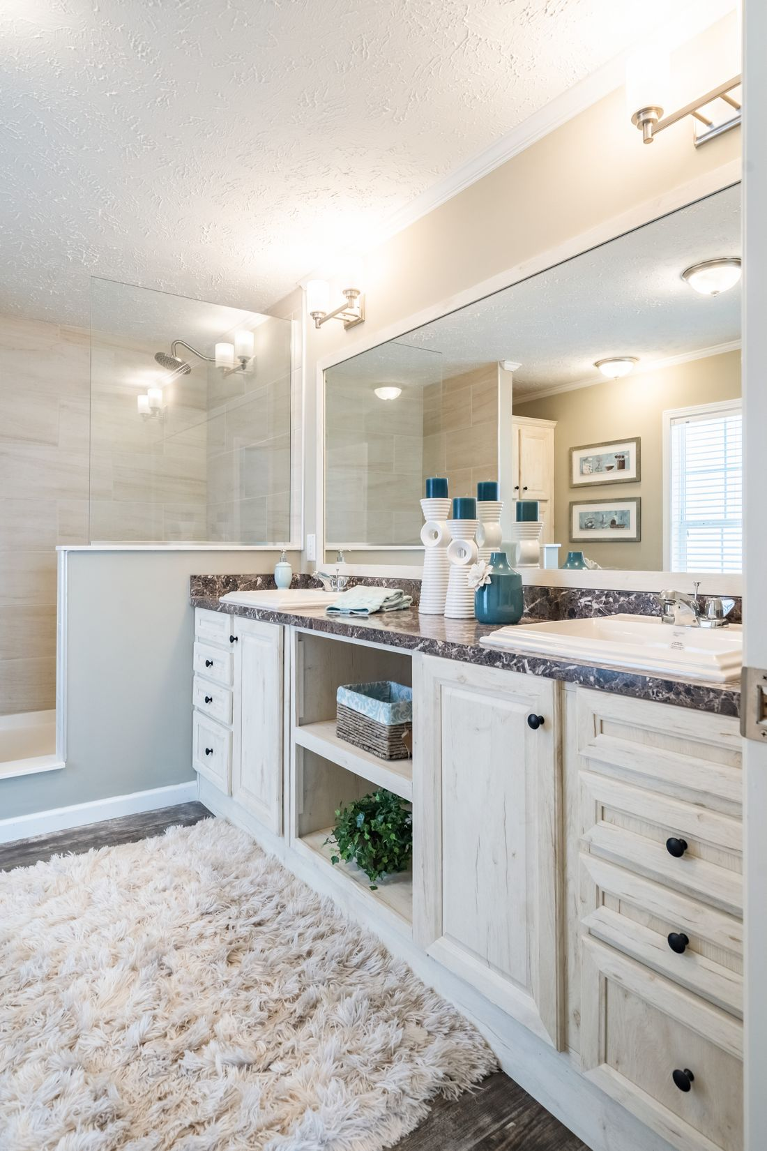 The 4608 ROCKETEER 5628 Master Bathroom. This Manufactured Mobile Home features 3 bedrooms and 2 baths.