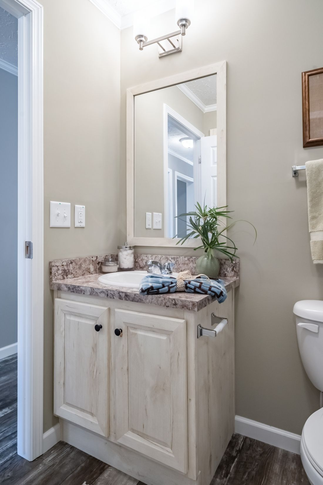 The 4608 ROCKETEER 5628 Guest Bathroom. This Manufactured Mobile Home features 3 bedrooms and 2 baths.